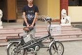 Trói học sinh vào mộ, cướp xe đạp điện