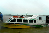 """""""Phớt"""" lệnh cấm, tàu du lịch chở khách ra đảo trong bão số 6"""