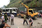Xe buýt lấn làn gây tai nạn làm 11 người bị thương