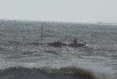 Cứu sống 5 thuyền viên bị sóng đánh chìm tàu sau bão số 10