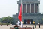 Hạ cờ rủ Quốc tang Đại tướng trên Quảng trường Ba Đình