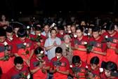 Nửa đêm qua, tuyển U19 Việt Nam đến báo công với Đại tướng