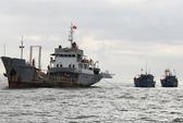 Hải quân cứu 2 tàu ngư dân gặp nạn ở vùng thềm lục địa