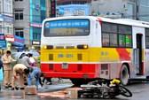 Bị xe buýt tông, thai phụ chết thảm