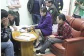 Tạm giữ 2 phụ nữ nghi thôi miên bằng điện thoại tại sân bay