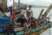 Cứu 4 ngư dân gặp nạn trên biển