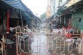 Hà Nội: Cháy chợ Xanh, tiểu thương lao vào cứu hàng hóa Tết