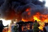 Cháy lớn hai nhà máy, 135 người chết