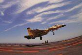 Máy bay Trung Quốc tập luyện trên tàu sân bay
