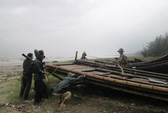 Bão Sơn Tinh thăng cấp 13, cách đất liền 130 km