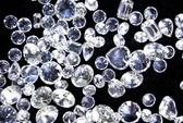 Nuốt tới 220 viên kim cương để buôn lậu