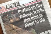 Vô duyên cớ đẩy người khác vào xe điện ngầm