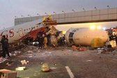 Máy bay lao đường cao tốc, 4 người chết