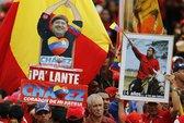 Gia đình xem xét rút ống thở của ông Chavez?