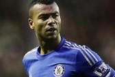 Chelsea phá két để giữ chân Ashley Cole