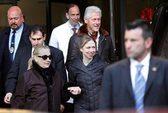 Chuyến rời bệnh viện bí ẩn của bà Clinton