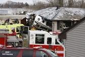 Máy bay chui thẳng vào nhà, 2 người chết