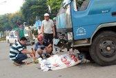 TPHCM: Xe tải mất lái, kéo lê 1 phụ nữ