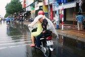 """TPHCM, Bình Dương mừng rỡ đón """"mưa vàng"""""""
