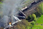 Tàu chở chất độc hại trật đường ray, 18 người thương vong