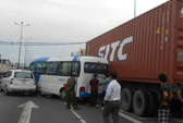 Tai nạn liên hoàn, 6 ô tô dàn ngang Xa lộ Hà Nội