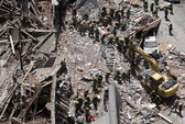 Mỹ: Nhà sập chồng lên nhà, 6 người chết