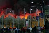 Kenya: Sân bay cháy lớn, khói kín trời Nairobi