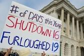 Mỹ thoát nạn đóng cửa, vỡ nợ