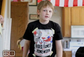 """Cậu bé 10 tuổi bắn chết người cha """"phát xít"""""""