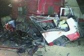 Tàu hỏa tông xe tải, ủi xe buýt, 29 người chết