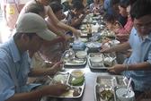 Ấm lòng bữa cơm từ thiện