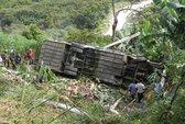 Xe chở rau đâm 3 xe máy ở đèo Bảo Lộc, 7 người chết
