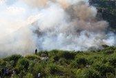 Dập lửa bằng... cành lá, bất lực nhìn 50 ha rừng cháy rụi