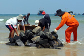 Quảng Ngãi: Thả lưới sắt bảo vệ tàu cổ