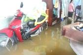 TP HCM: Đường phố, nhà dân ngập nặng do mưa lớn, triều cường