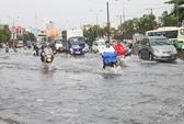 TPHCM: Mưa 2 giờ, đường Nguyễn Hữu Cảnh thành sông