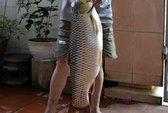 Câu được cá trôi nặng 10kg trên sông Hương