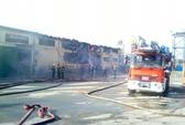 Hơn 3 giờ chữa lửa, 3.000m2 kho hóa chất vẫn cháy rụi