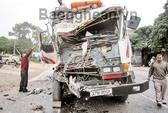 Đâm xe bên đường, lái xe tải tử vong tại chỗ