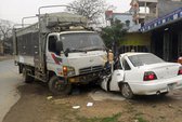Va xe ô tô, 2 người bị thương nặng