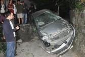Xe lao xuống vực, 2 phụ nữ may mắn thoát nạn