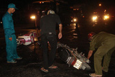 Tông nhau trong đêm, 2 người đi xe máy vào cấp cứu