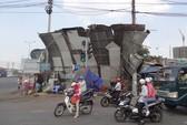 TPHCM: Lốc xoáy kéo sập quán ăn, 1 người nhập viện