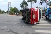 Xe tải va chạm xe ô tô 4 chỗ, 2 người bị thương