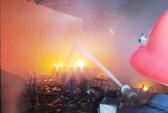 Trung tâm văn hóa tỉnh Quảng Bình bốc cháy dữ dội
