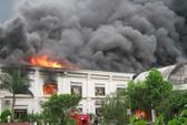 Cháy lớn ở công ty may, hàng ngàn xe máy bị thiêu rụi
