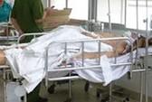 Một người chết vì nhảy khỏi xe khách