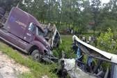 Container húc xe chở khách đi chơi lễ: 5 người tử nạn, 8 bị thương