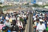 4 vụ tai nạn liên tiếp, cầu Sài Gòn kẹt cứng