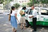 Thưởng nóng tài xế taxi dũng cảm bắt cướp
